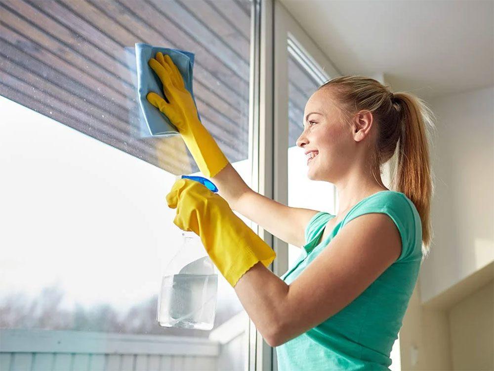 Utiliser l'alcool isopropylique pour garder les fenêtres étincelantes.