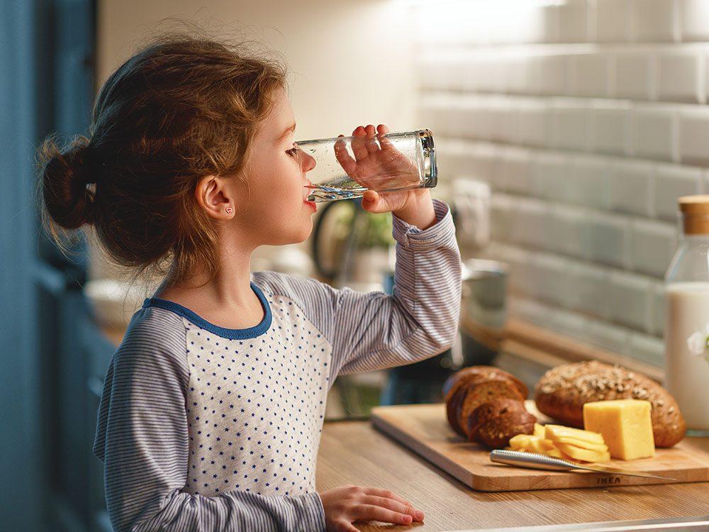 Autres situations où il faut se méfier de boire de l'eau périmée.