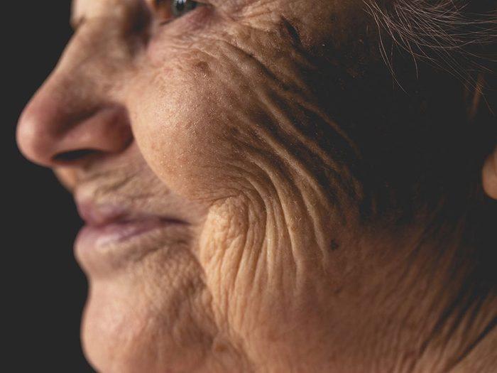 Bonne nouvelle: une dame âgée d'origine galloise converse dans sa langue maternelle.