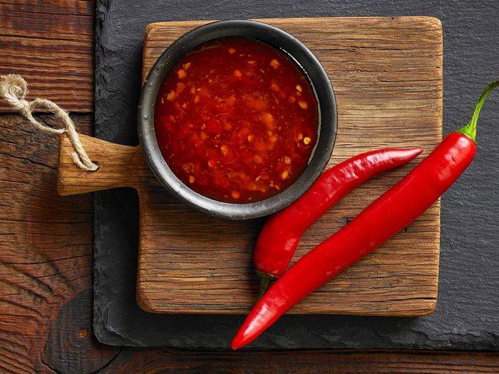 Conservation des aliments: mettez les sauces piquantes à température ambiante.