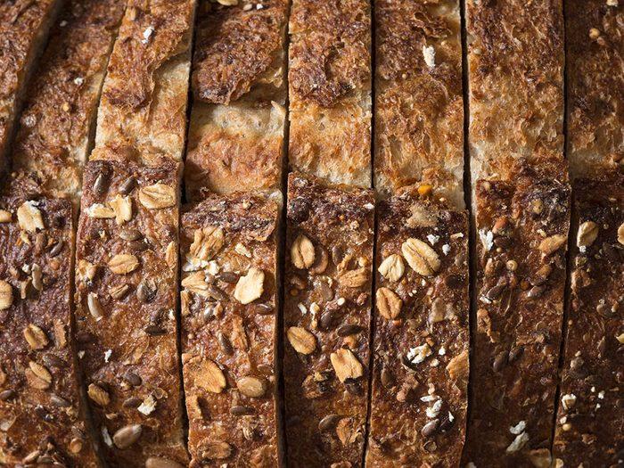 Conservation des aliments: laissez le pain à température ambiante.