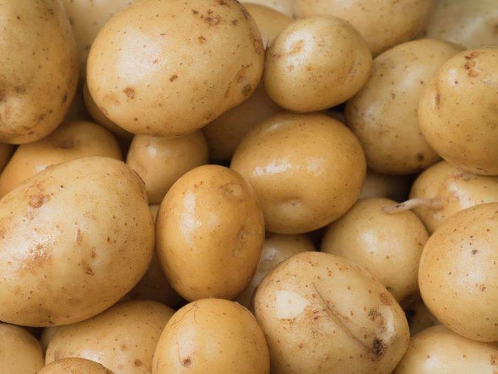 Conservation des aliments: mettez les pommes de terre à température ambiante.