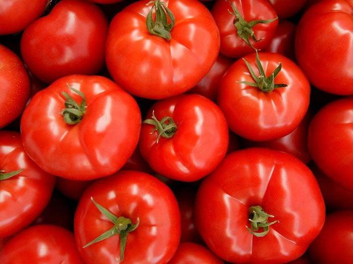 Conservation des aliments: laissez les tomates à température ambiante.
