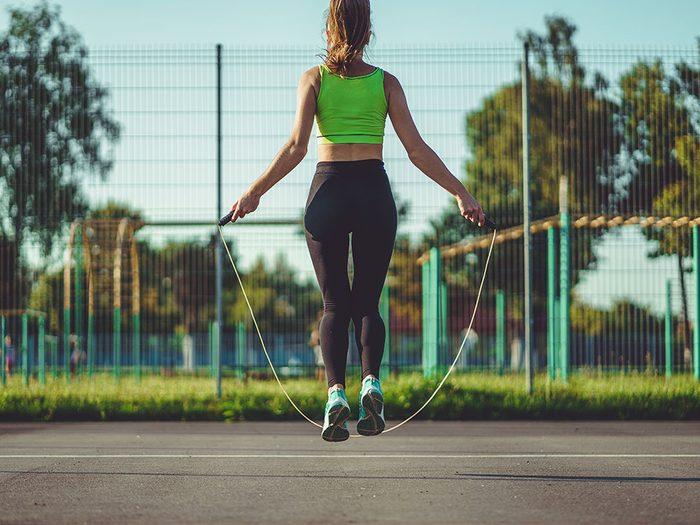La corde à sauter est recommandée pour augmenter et maintenir une bonne densité osseuse.