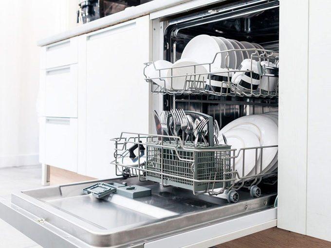 L'ingrédient indispensable pour nettoyer un lave-vaisselle.