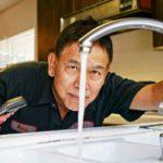 6 choses que les plombiers professionnels ne font jamais dans leur maison