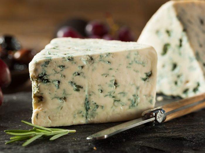 Le fromage fait partie des superaliments à consommer pour éviter les problèmes dentaires.