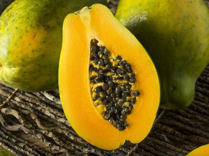La papaye fait partie des superaliments à consommer pour lutter contre l'arthrite.