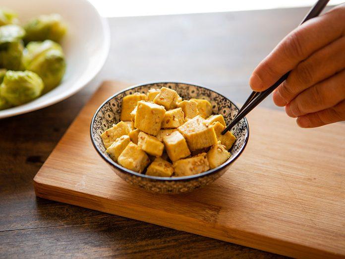 Bienfaits du tofu: le tofu est riche en calcium.