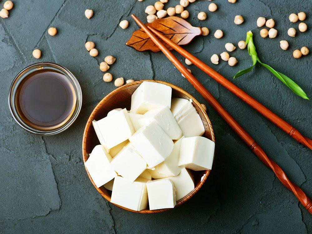 Bienfaits du tofu: il contient des isoflavones.