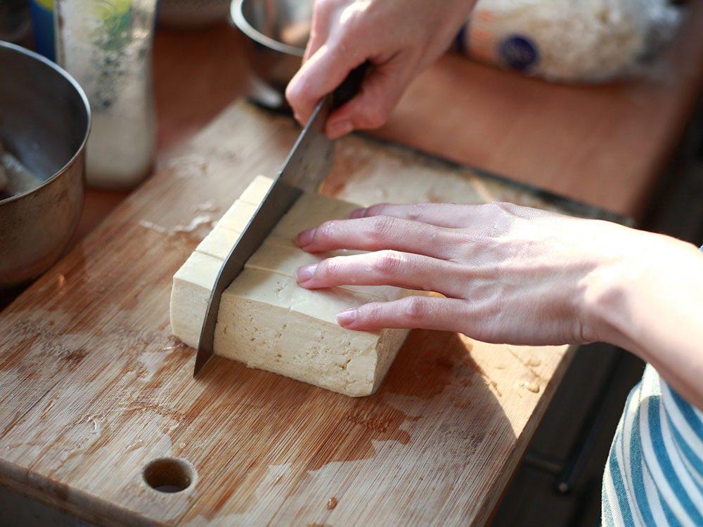 Bienfaits du tofu: le tofu est facile à préparer.