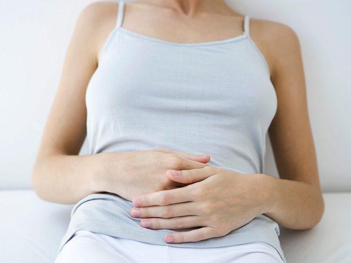 Boire trop d'eau est possible si vous avez la nausée ou vous vomissez.