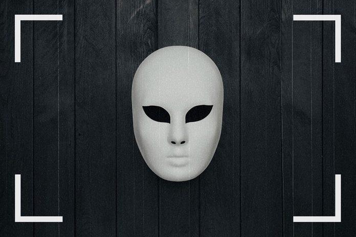 Des caméras de surveillance ont pu capturer des images d'un homme masqué.