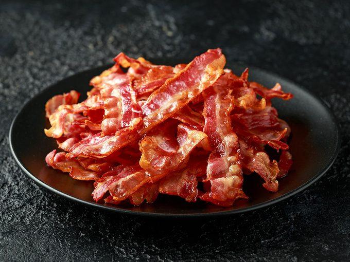 Suivez le guide pour la cuisson du bacon au four.