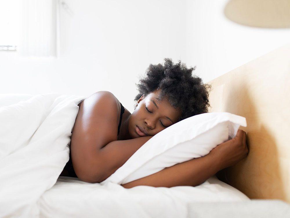 La meilleure position pour dormir en cas de douleurs lombaires.