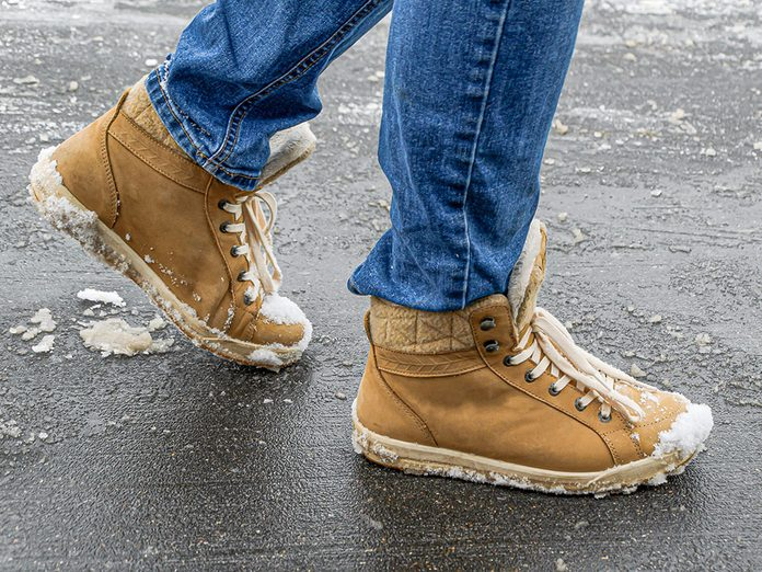 Prolongez la vie de vos bottes d'hiver pour économiser.