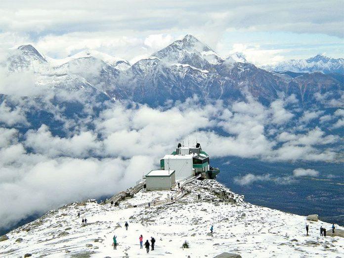 La beauté de l'hiver canadien à travers cette image des Rocheuses canadiennes.