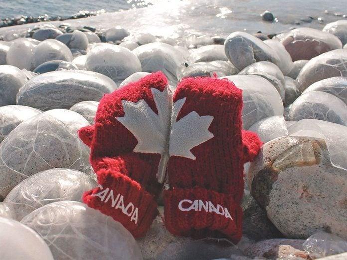 La beauté de l'hiver canadien à travers cette image du lac Supérieur à Marathon, en Ontario.