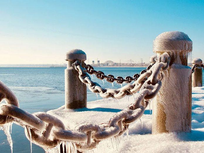 La beauté de l'hiver canadien à travers cette image du port de Hamilton.