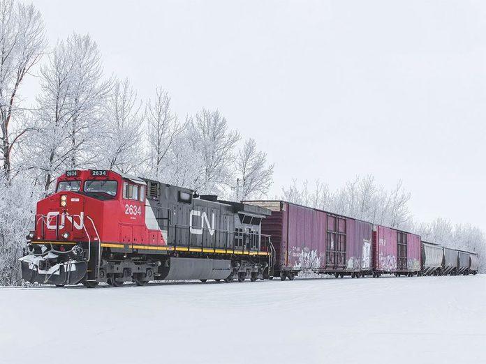 La beauté de l'hiver canadien à travers cette image d'un train du CN.