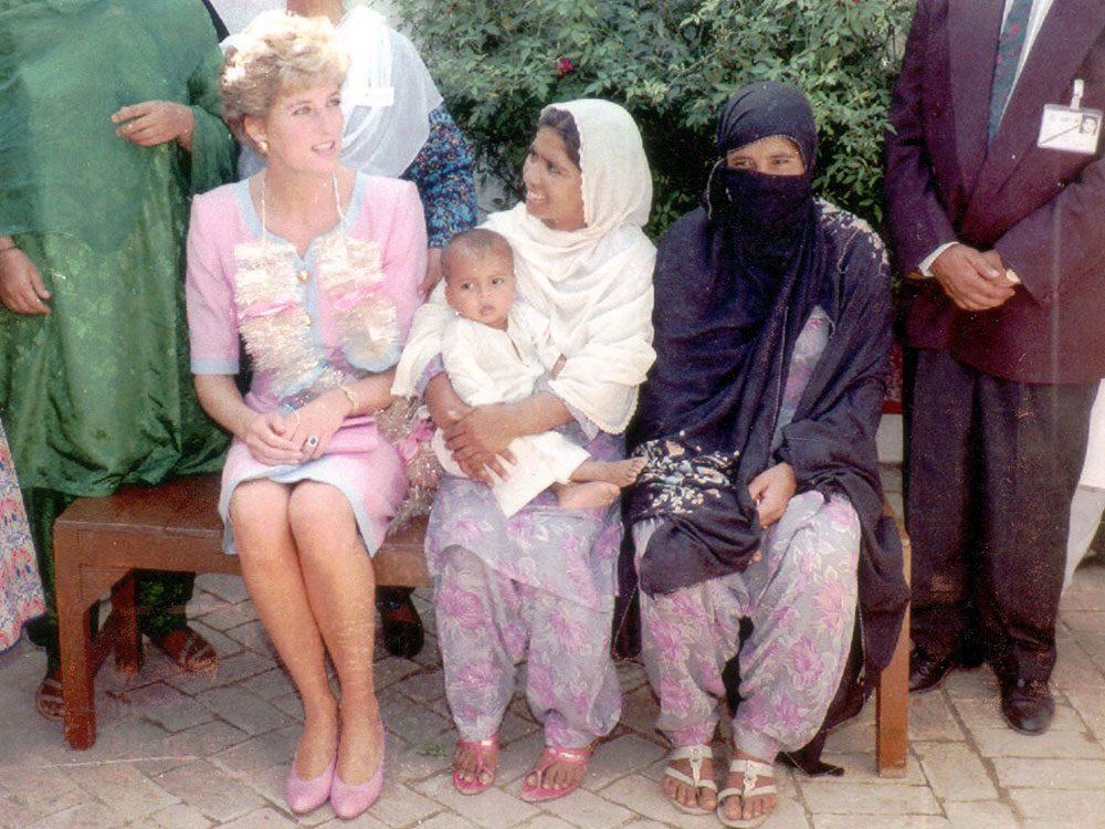 Photos de la princesse Diana visite au Pakistan.