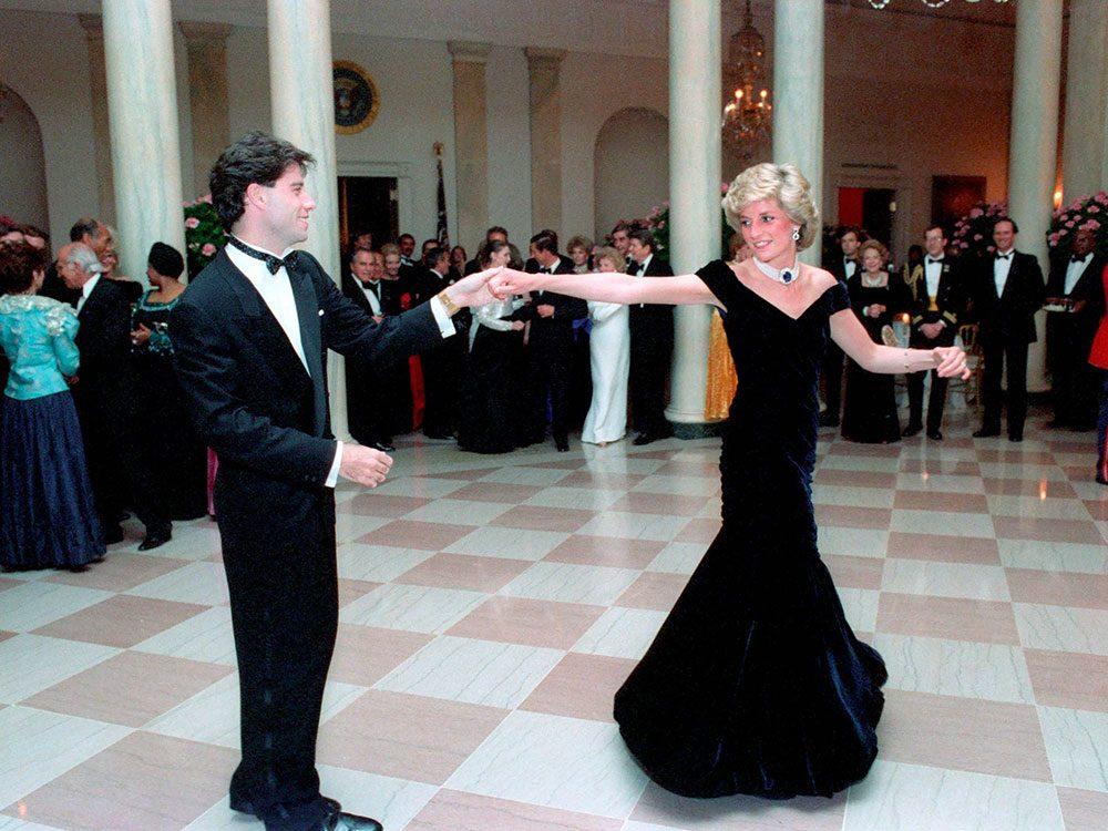 Photos de la princesse Diana lors d'un bal avec John Travolta.