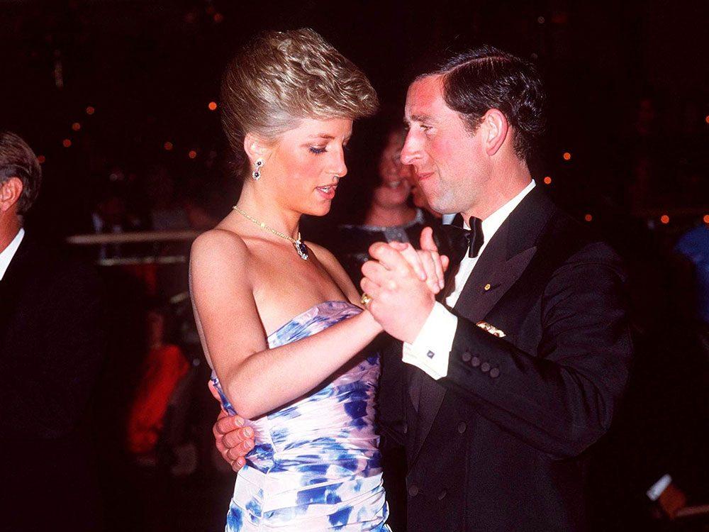 Photos de la princesse Diana dans sa robe de soirée.