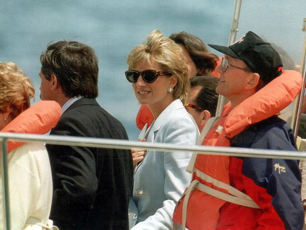 Photos de la princesse Diana en pleine mer.