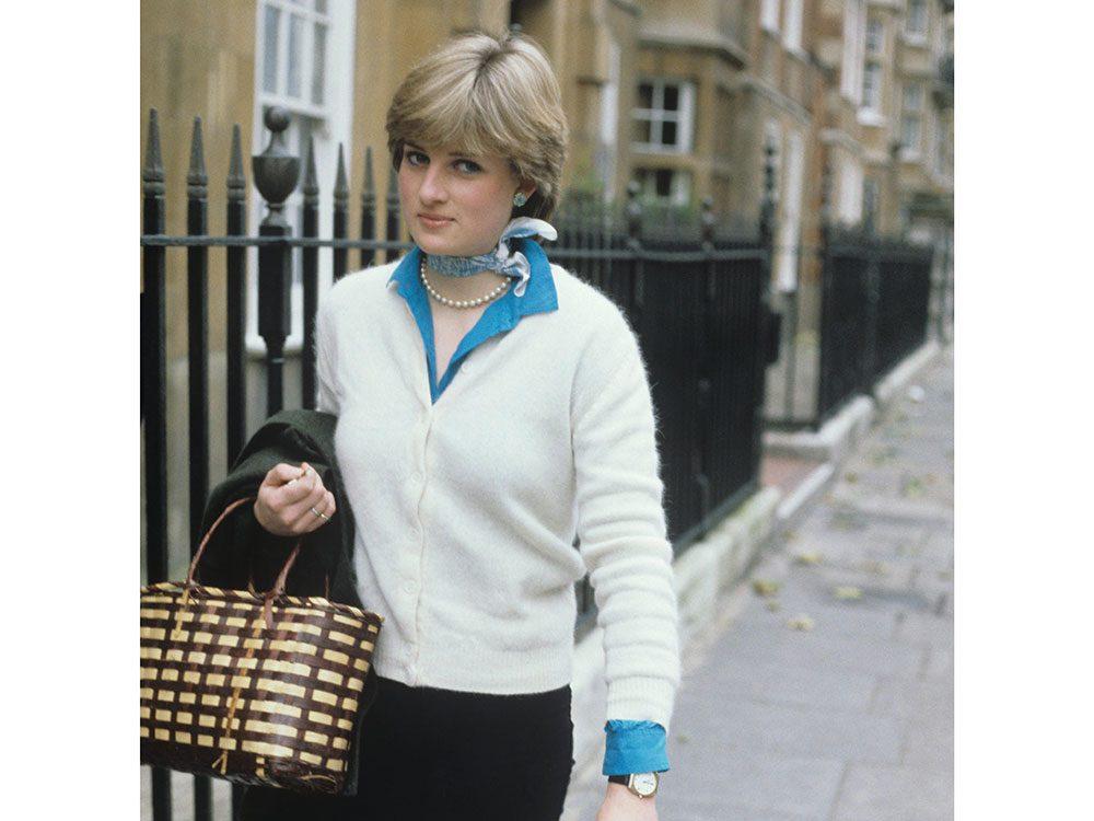 Photos de la princesse Diana avec des accessoires subtils.
