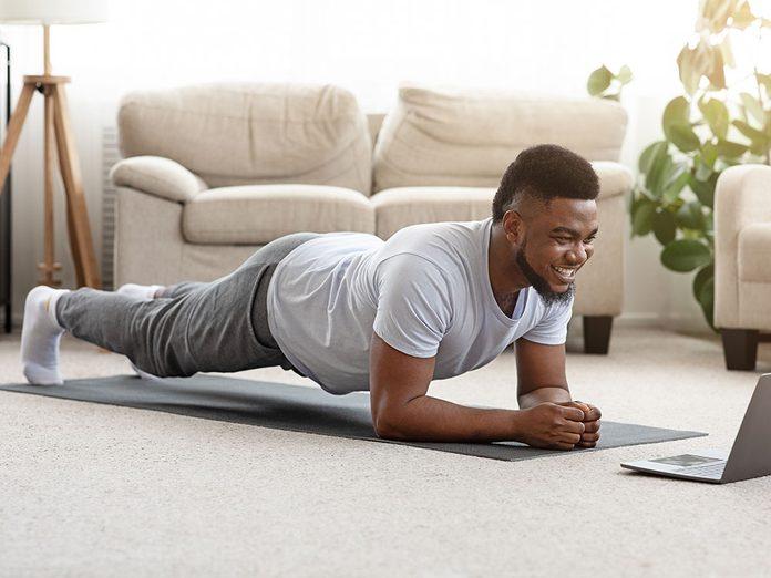 Comment faire la posture de yoga de la panche?