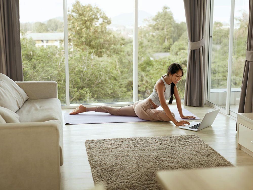Comment faire la posture de yoga du pigeon?