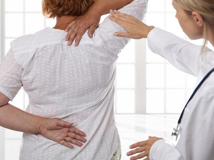 Avant de commencer à faire des postures de yoga, discutez-en d'abord avec votre médecin pour savoir s'ils vous conviennent.