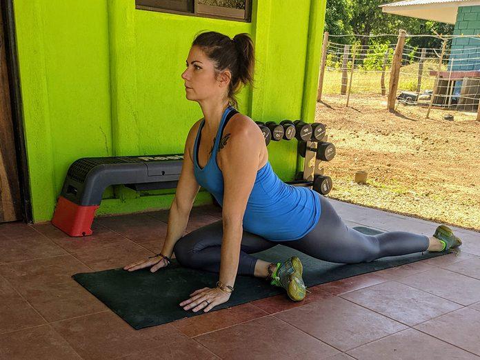 La posture de yoga du pigeon.