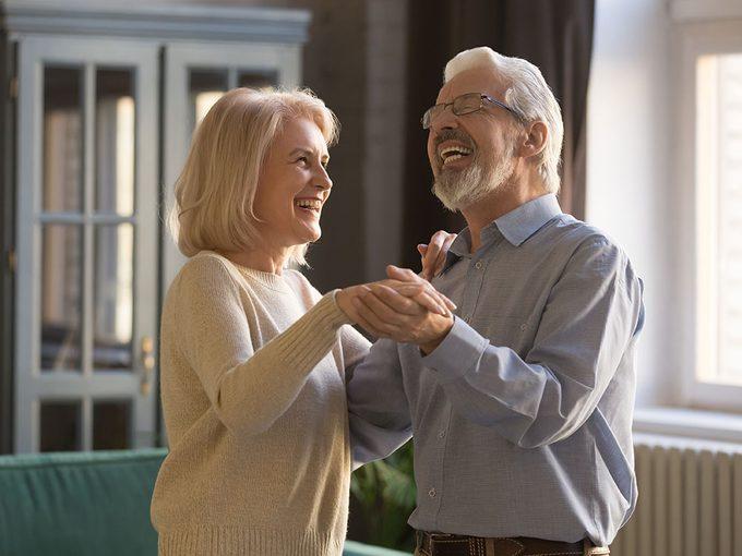 Prévention des chutes: aînés, dansez pour rester sur pied!