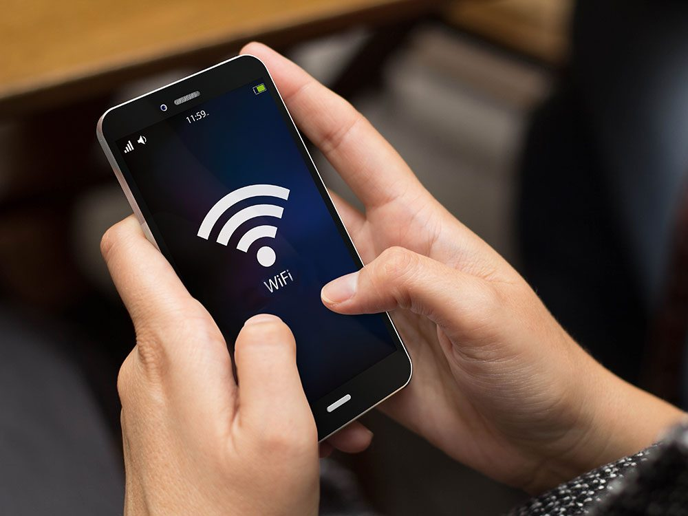 Faire attention au Wi-Fi public pour protéger son téléphone portable.