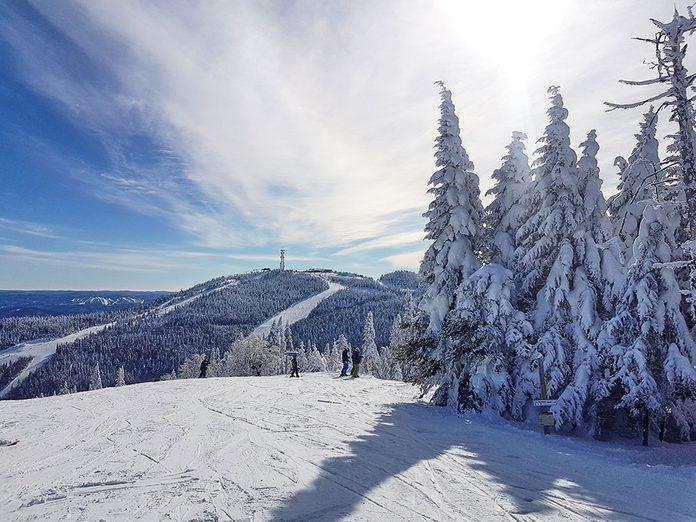 Le Parc national du Mont-Tremblant est parfait pour une randonnée hivernale.
