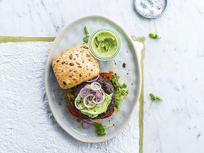 Recette de burger aux lentilles et au lait végétal.