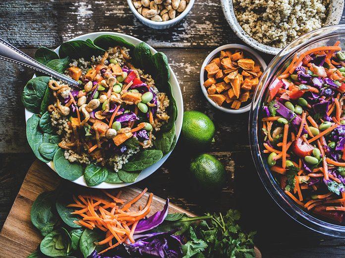 Ajoutez des brocolis, du riz brun et du riz sauvage, et des noix de cajou pour un repas riche en protéines.