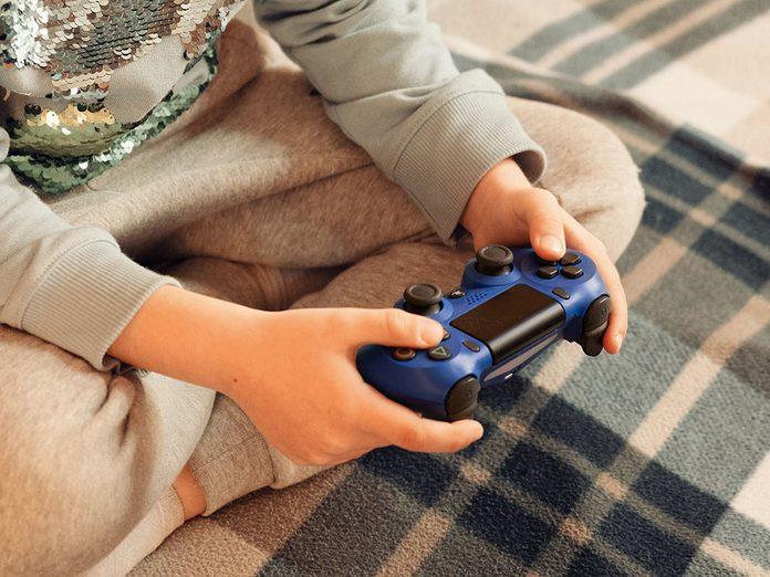 Pendant la semaine de relâche, jouez à la console Play Station.