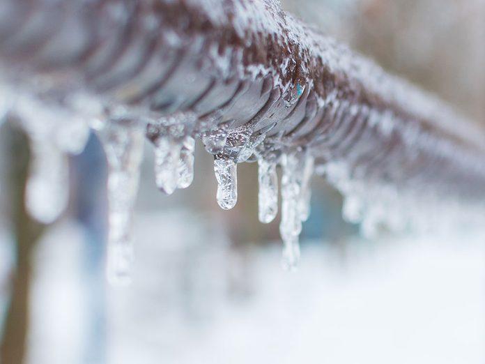 Pourquoi est-ce que les tuyaux gelés éclatent?