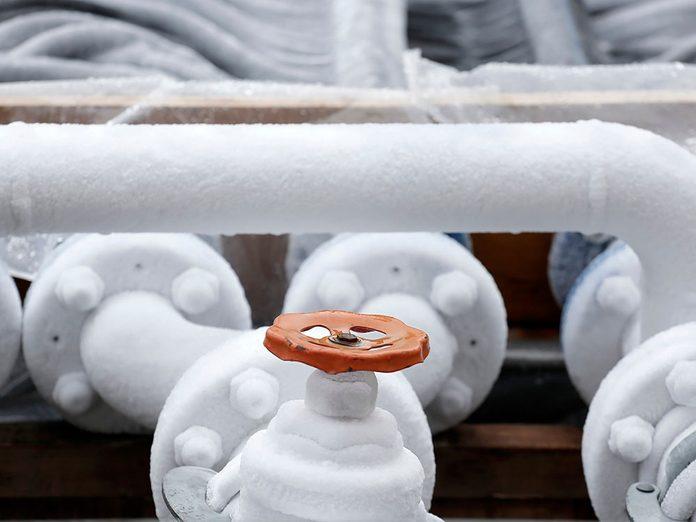 Mieux vaut chauffer les tuyaux gelés.