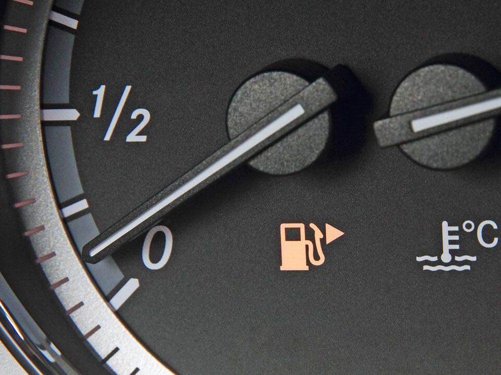 Le localisateur de réservoir d'essence fait partie des caractéristiques que votre voiture a sans doute.