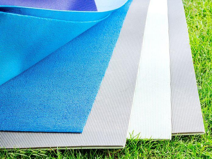 Comment laver son tapis de yoga selon les différents matériaux?