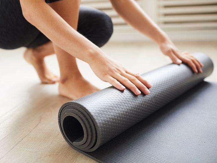 Comment laver son tapis de yoga en élastomère thermoplastique (TPE)?