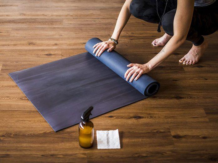Comment laver son tapis de yoga de la bonne façon?