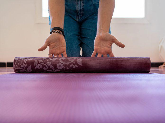 Comment laver son tapis de yoga?