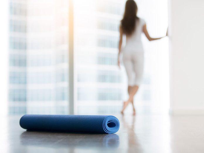 Comment laver son tapis de yoga et le garder propre?