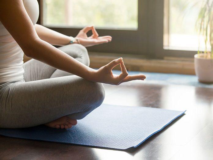 Comment laver son tapis de yoga pour qu'il soit impeccable?