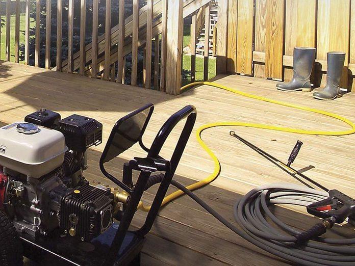 Comment nettoyer son patio: nettoyer à la pression en toute sécurité.