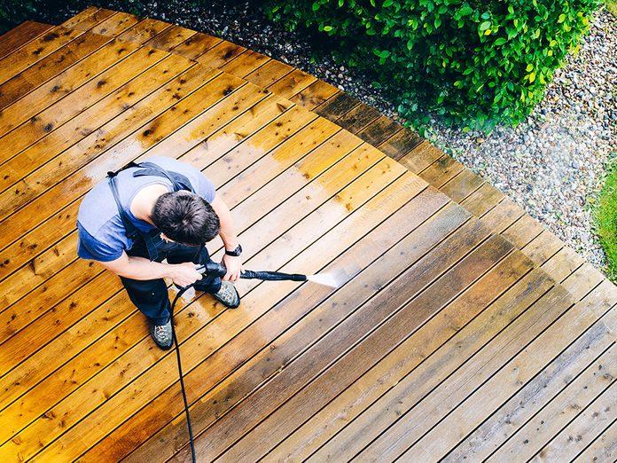 Comment nettoyer son patio et le rajeunir?